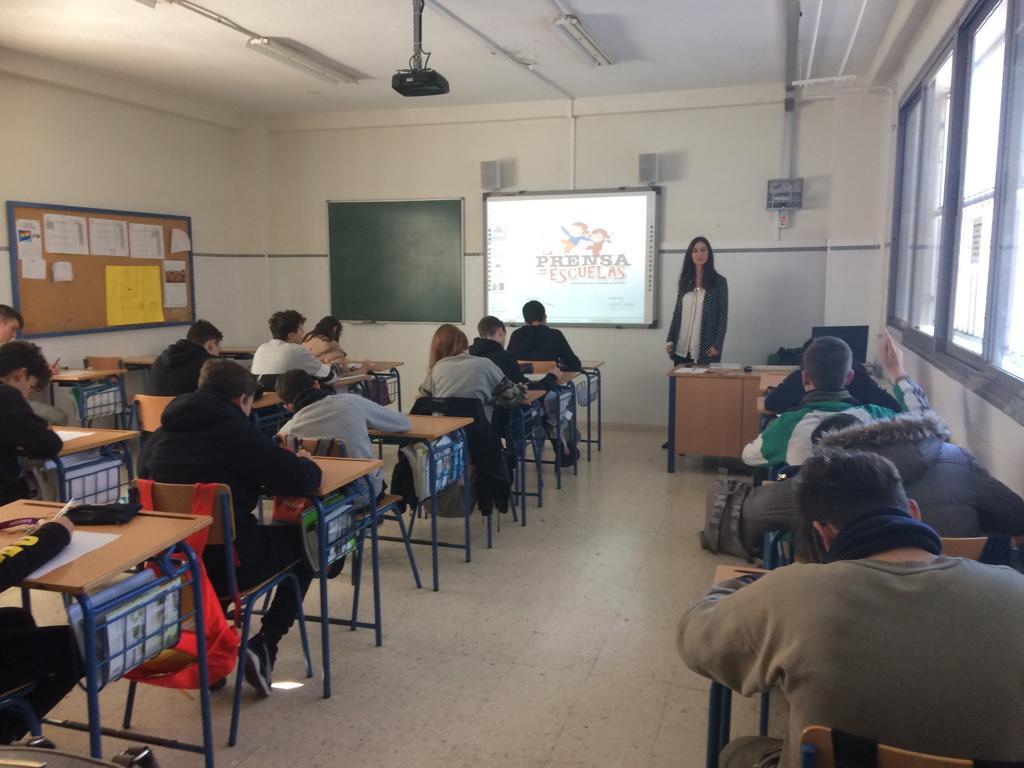 Nuria-Sanchez-Gey-Valenzuela-explicando-al-alumnado.jpg
